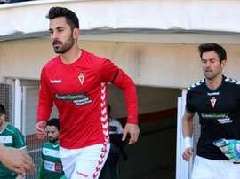 El centrocampista Javi Saura, en un partido con el Murcia. LaSegundaB