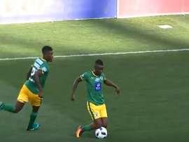 El centrocampista Sipho Moeti, durante un encuentro. Twitter