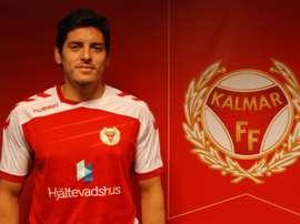 El chileno Marko Biskupovic posa como nuevo jugador del Kalmar sueco. Twitter