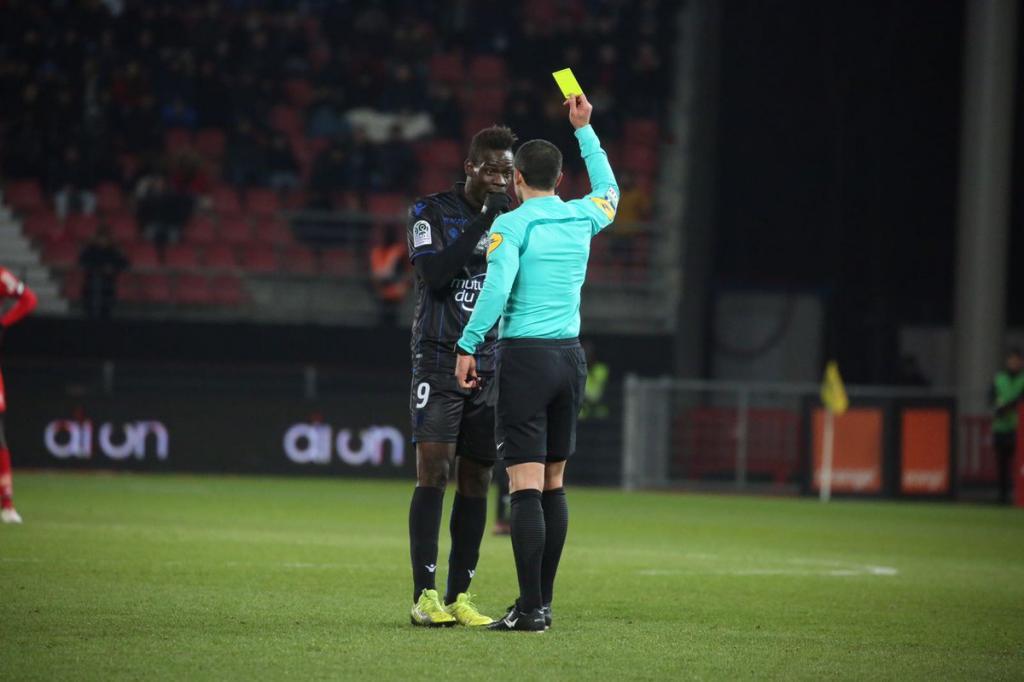 Niza: Balotelli fue amonestado al reaccionar ante racismo