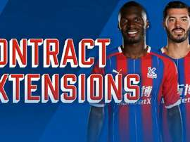 Crystal Palace a prolongé Benteke et Tomkins. Twitter/CPFC