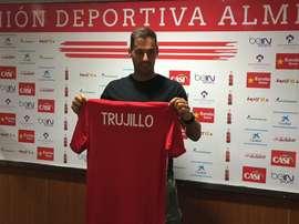 El defensa Ángel Trujillo, en su presentación como nuevo jugador del Almería. UDAlmería