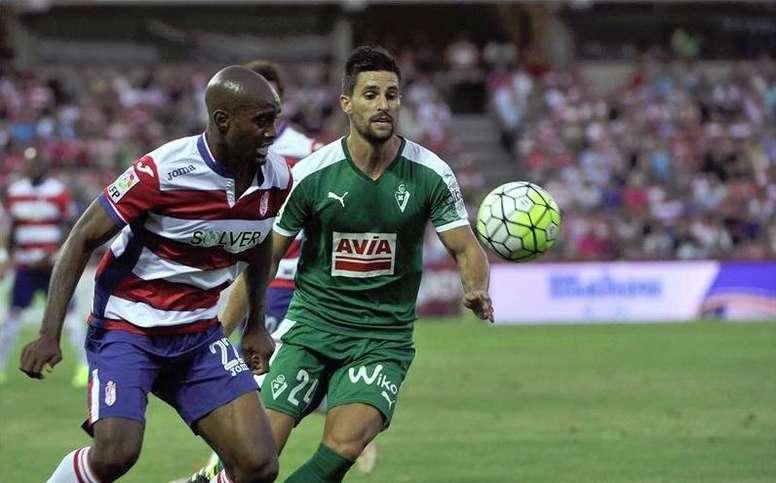 Foulquier acumula 100 partidos como jugador del Granada. EFE