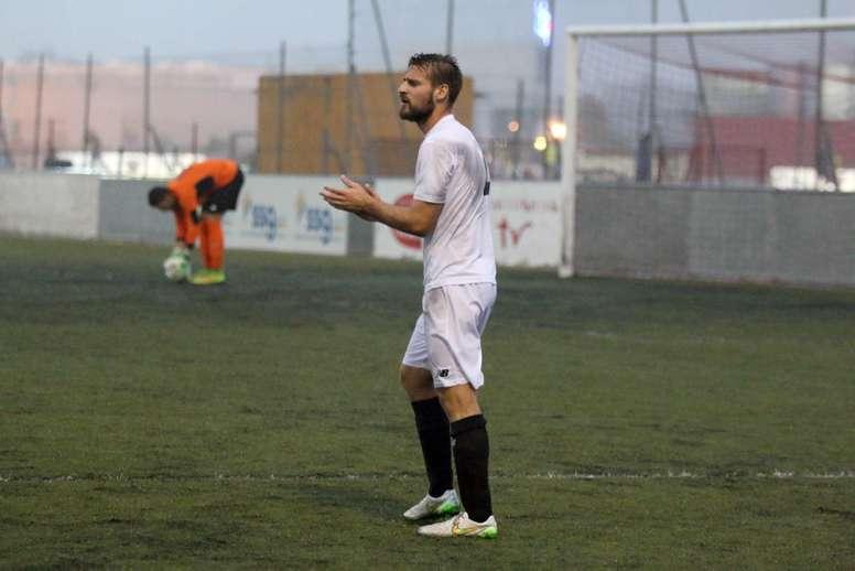 El defensor Rafa Navarro, en un encuentro con el Sevilla C. MarbellaDeportiva