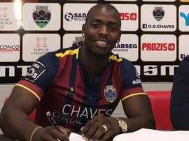 Wilmar Jordan firma su nuevo contrato con Chaves. GDChaves