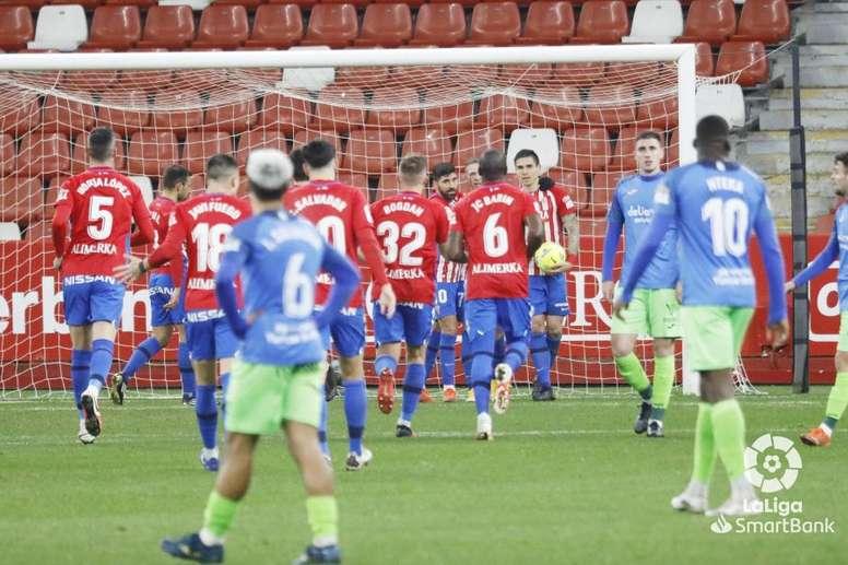 Djuka hizo los dos goles del Sporting. LaLiga
