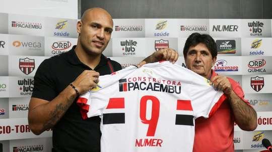 El delantero Edno, en su presentación con Botafogo de Ribeirão Preto. BotafogoSP