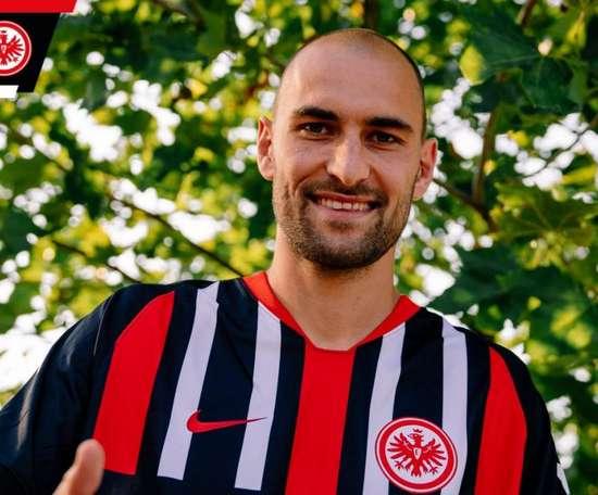 Bas Dost, novo jogador do Eintracht Frankfurt. Twitter/EintrachtFrankfurt