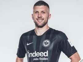 renovação de Ante Rebic até 2022. Eintracht