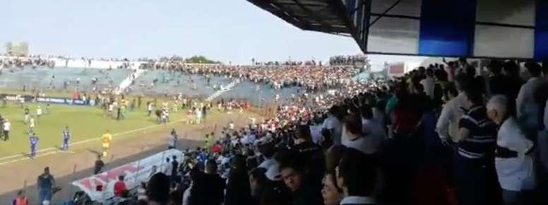 Una multitudinaria pelea terminó suspendiendo el Olimpia-Sol de América. Twitter/RPC
