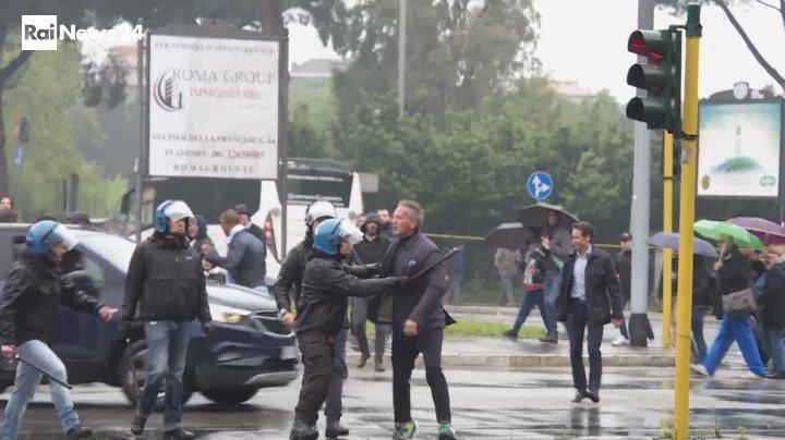 Mihajlovic montó en cólera y los antidisturbios evitaron males mayores. RaiNews