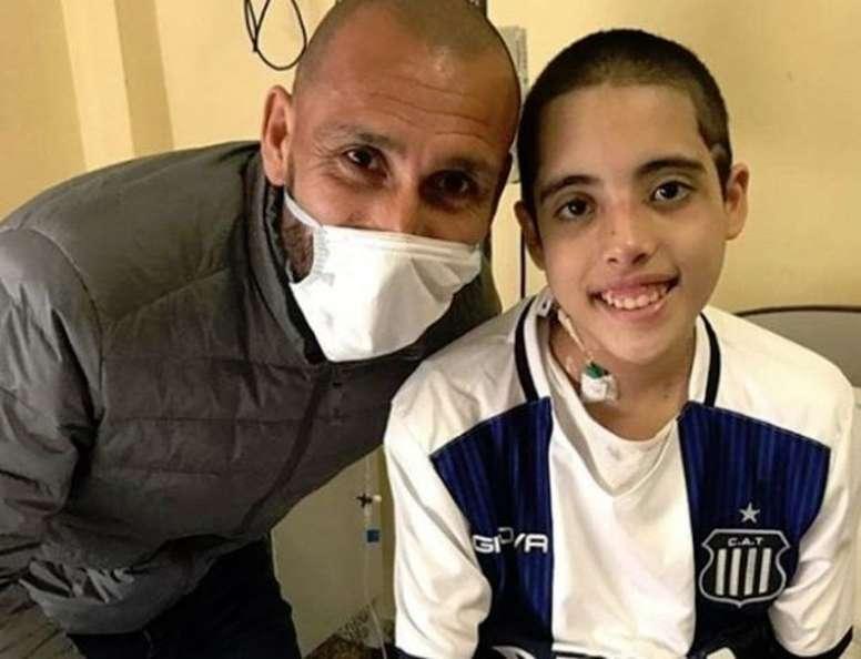 El precioso gesto del ex Talleres Guiñazu con los niños de un hospital. Instagram/chologuinazu5