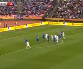 El finlandés Ring marcó un gran gol de falta ante Islandia. Twitter