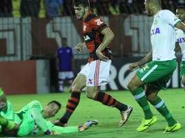 El Flamengo empató con el Chapecoense a dos tantos en un partido loco. Flamengo