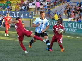 El futbolista de la Selección Argentina sub 20 José Tomás Conechny, en un lance del partido contra Catar. COTIFAlcudia