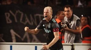 El futbolista del Ajax Klaasen celebra el gol que dio la clasificación al Ajax ante el PAOK en la vuelta de la tercera ronda previa de la Champions 2016-17. Ajax