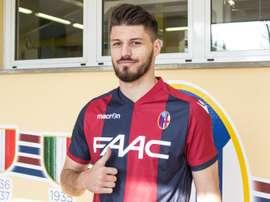 El futbolista del Bologna Bruno Petkovic posa en su presentación oficial como nuevo jugador del club italiano. BolognaFC