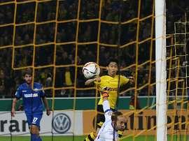 El futbolista del Borussia Dortmund, Shinji Kagawa, culmina con una picadita una sensacional jugada. Twitter
