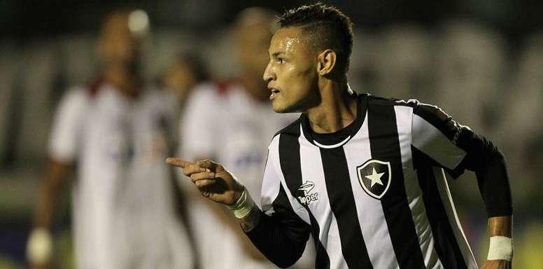 El futbolista del Botafogo Neilton celebra su tanto marcado al Atlético Paranaense, que daba la victoria a su equipo. Botafogo