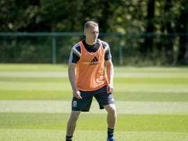 Leicester lorgne sur Thomas. CCFC