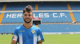 Álvaro Pérez quiere jugar donde sea. Twitter/cfhercules