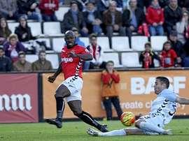 El futbolista del Nàstic Emana, en una acción del partido ante el Llagostera. Twitter