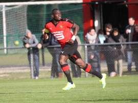El futbolista del Rennes Séga Coulibaly, en un partido con los juveniles del club galo. StadeRennais
