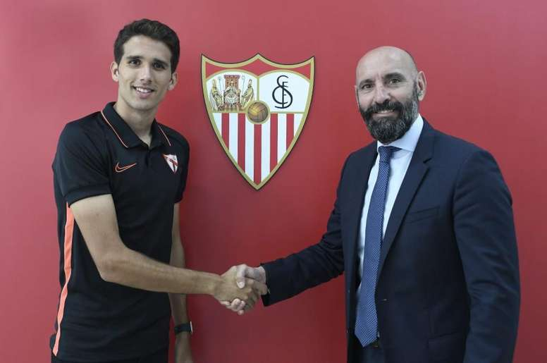 Juanpe estará vinculado al Sevilla hasta 2021. Twitter/CanteraSFC