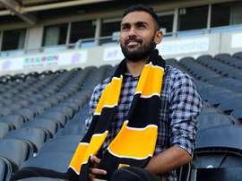 El futbolista egipcio del Hull City, Ahmed Elmohamady, tras renovar su contrato con el club inglés. HullCitytigers