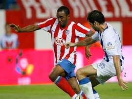 Sinama Pongolle disputó la delantera rojiblanca a Agüero y Forlán. EFE/Archivo