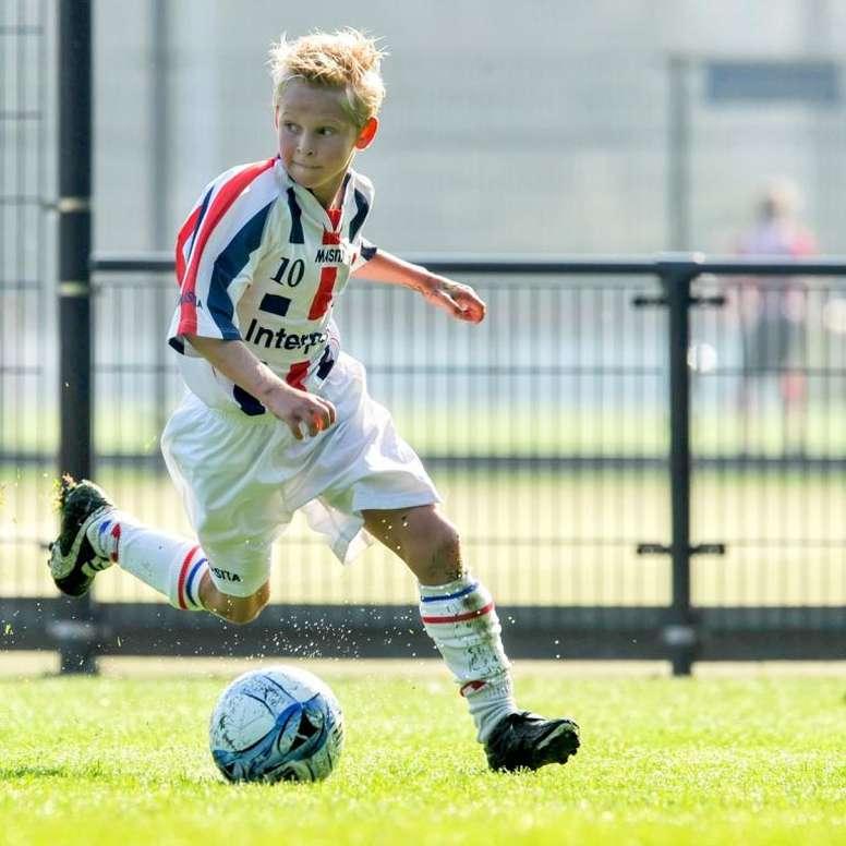 Frenkie de Jong dio sus primeras patadas al balón en el Willem II. Twitter/WillemII