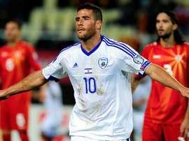 El futbolista israelí Tomer Hemed celebra su gol, que inauguraba el marcador en el partido contra Macedonia de la segunda jornada. UEFA