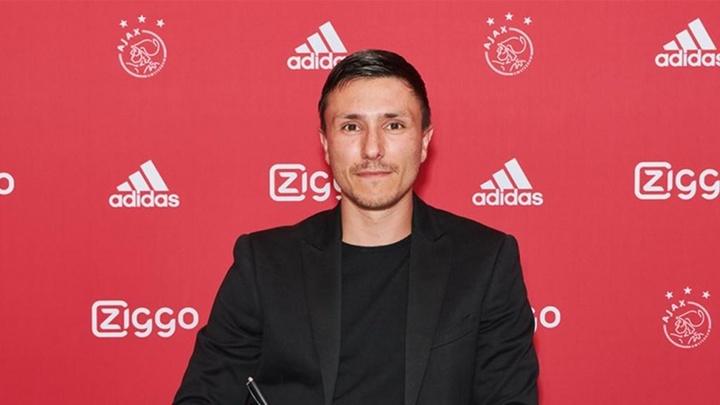 Steven Berghuis signe à l'Ajax Amsterdam. Aajx