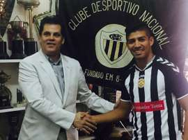 El futbolista salvadoreño Nelson Bonilla, en su presentación como nuevo jugador del Nacional de Madeira. CDNacional