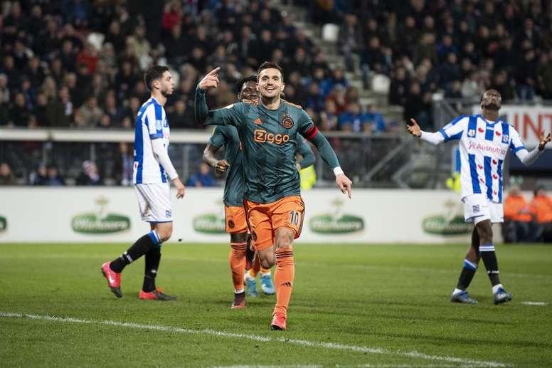 El Ajax espantó los fantasmas con su victoria ante el Heerenveen. Twitter/AFCAjax
