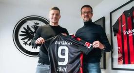 Il ds dell'Eintracht accoglie Jovic. Eintracht