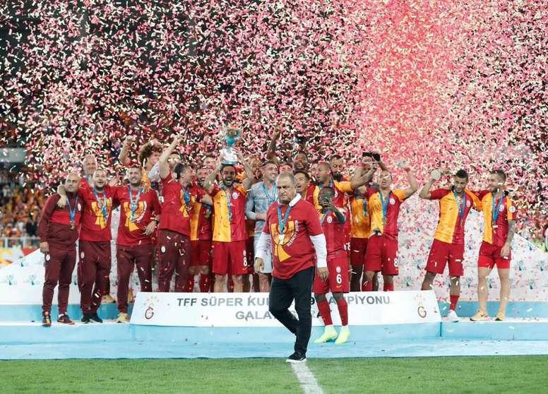 El virus ataca a Turquía. Galatasaray