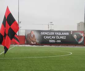 El Gençlerbirligi homenajeó a su presidente fallecido. Kirmizikara