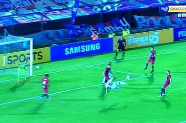 La tijera espectacular de Viudez en el 'Clásico' paraguayo. Captura/TigoSports