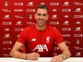 Adrián San Miguel assina com o Liverpool. LiverpoolFC