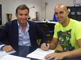 El guardameta Chema Giménez firma la renovación con el Hércules. HerculesDeAlicante