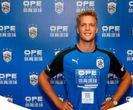 Jonas Lössl ya es nuevo jugador del Huddersfield. HuddersfieldTown