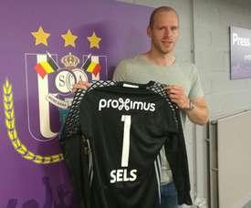 El cancerbero belga se marcha cedido al Anderlecht por parte del Newcastle. Anderlecht