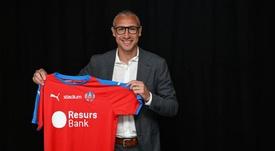 Larsson, en el momento de firmar por el Helsinborgs. HelsingborgsIF
