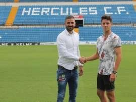 Pedro Torres aún no ha debutado esta temporada con el primer equipo. Twitter/cfhercules