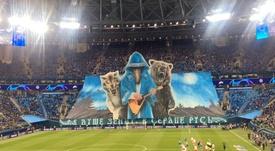 O espetacular mosaico da torcida do Zenit. Zenit