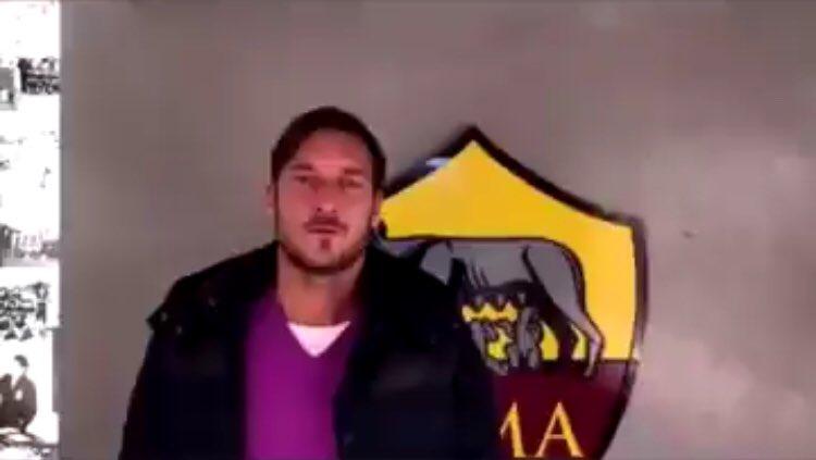 Francesco Totti le entregó su apoyo a la U