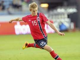 Martin Odegaard volvió a jugar con Noruega después de siete meses de ausencia. AFP/Archivo