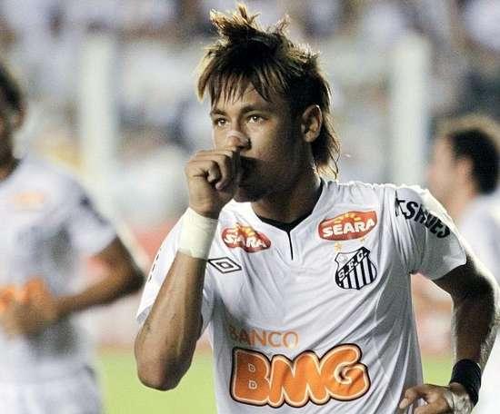 Neymar et Robinho, dans le XI historique de Santos. EFE