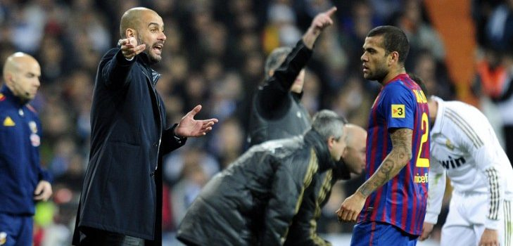Um problema burocrático impede Guardiola de contratar Dani Alves. AFP